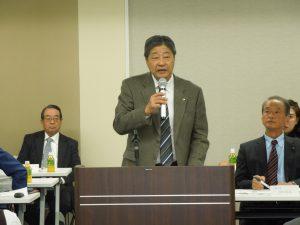 報告事項を説明する山田副本部長