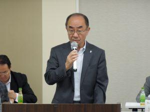 報告事項を説明する佐野専務理事