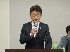 報告事項を説明する加藤副本部長