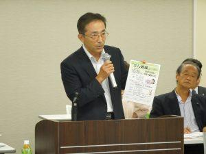 審議事項を説明する鈴木理事