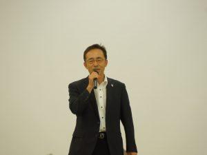 閉会のあいさつをする鈴木公益事業推進委員長