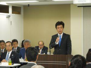 報告事項を説明する松本流通委員長