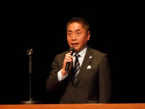 挨拶をする岡本西湘支部長