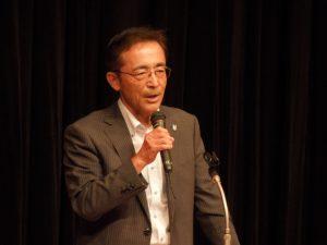 挨拶をする鈴木県央支部長