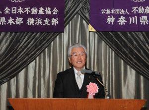 祝辞を述べる原嶋和利理事長