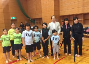 競技選手たちと秋山本部長