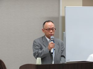 挨拶をする神奈川県県土整備局事業管理部建設業課 横浜駐在事務所 宅建指導担当 主幹 牛山 様
